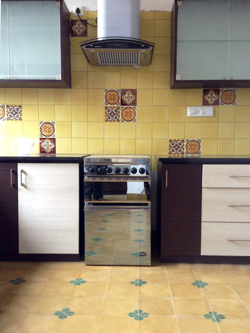 Kitchen design ideas renovations photos with yellow for Yellow and brown kitchen ideas