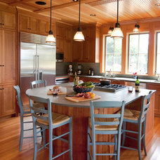 Traditional Kitchen by Red House Building
