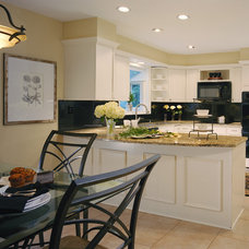 Eclectic Kitchen by DECORATING DEN INT. SHELLEY RODNER C.I.D.