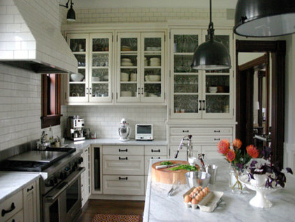 Traditional Kitchen by Boomgaarden Architects
