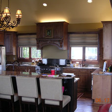 Traditional Kitchen by Great Kitchens