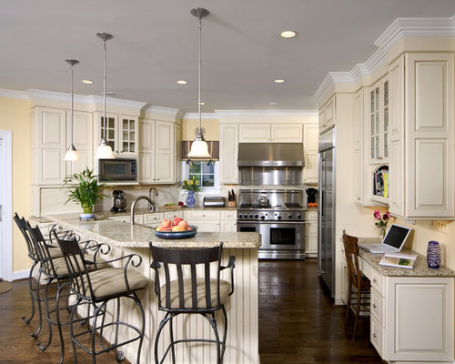 Dark floor light cabinet home design ideas pictures for Butter cream colored kitchen cabinets