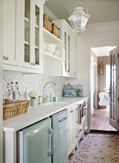 Coastal Kitchen by T.S. Adams Studio, Architects