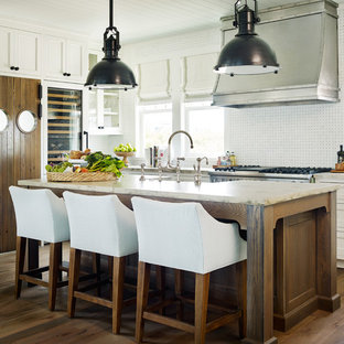 Coastal kitchen ideas - Example of a beach style kitchen design in Atlanta