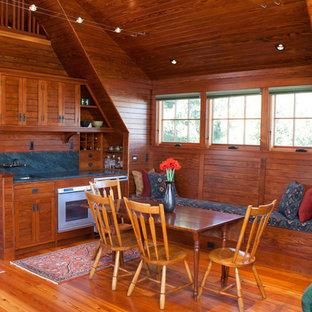 ボストンの小さいヴィクトリアン調のおしゃれなキッチン (アンダーカウンターシンク、落し込みパネル扉のキャビネット、濃色木目調キャビネット、ソープストーンカウンター、青いキッチンパネル、石スラブのキッチンパネル、シルバーの調理設備の、無垢フローリング) の写真