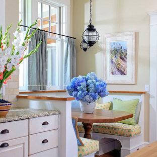 На фото: кухни - столовые в викторианском стиле