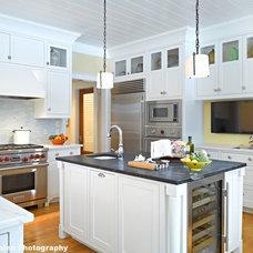 Traditional Kitchen by HAYNES & GARTHWAITE ARCHITECTS