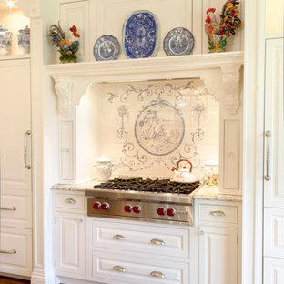 ニューヨークのヴィクトリアン調のおしゃれなキッチンの写真