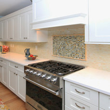 Beach Style Kitchen by Bayberry Cottage