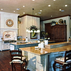 Traditional Kitchen by Sullivan, Henry, Oggero and Associates, Inc.