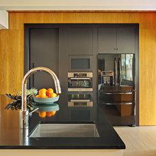 Modern Kitchen by Stuart Sampley Architect