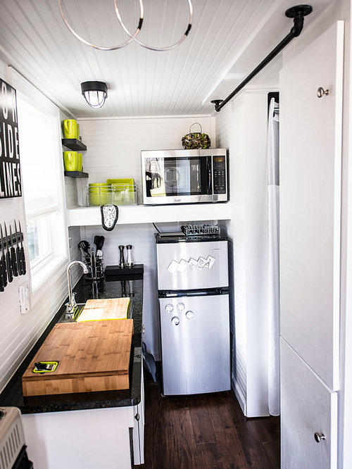 Tiny kitchen houzz for Tiny apartment kitchen solutions