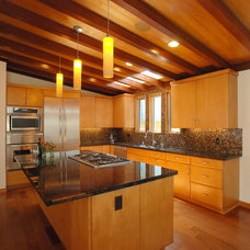 Midcentury Kitchen by Jeannette Architects