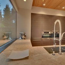Contemporary Kitchen by Verge Architecture & Design, LLC