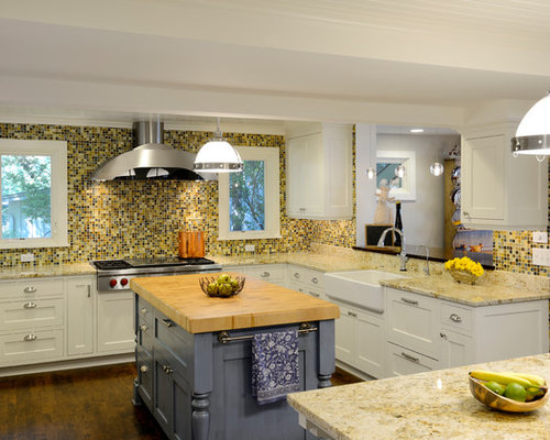 Kitchen Traditional U Shaped Idea In Minneapolis With A Farmhouse Sink Shaker