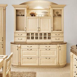 Immagine di una cucina classica di medie dimensioni con lavello sottopiano, ante con riquadro incassato, ante beige, top in marmo, paraspruzzi bianco, elettrodomestici neri, pavimento in compensato e nessuna isola