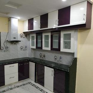 ハイデラバードのアジアンスタイルのおしゃれなキッチンの写真