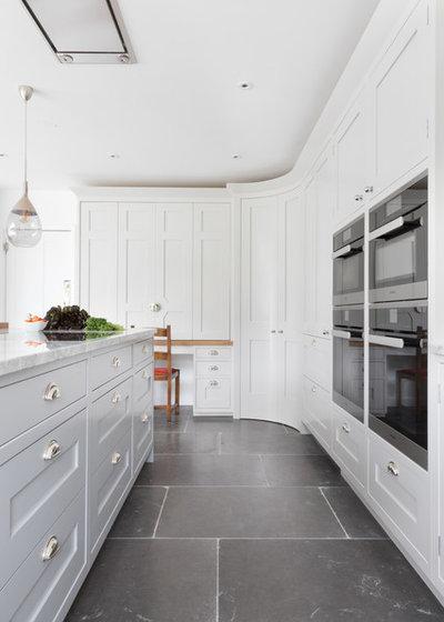 Klassisch modern Küche by Searle & Taylor