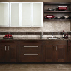 Contemporary Kitchen by AKDO