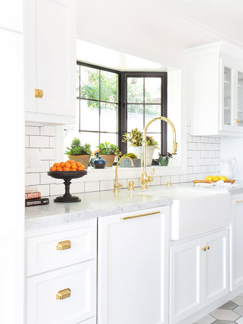 1,683 Farmhouse Kitchen with a Peninsula Design Ideas & Remodel Pictures | Houzz