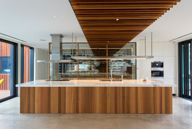 Contemporary Kitchen by Hargreaves Joinery