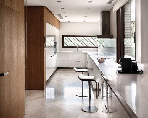 imagen de cocina en u minimalista de tamao medio cerrada sin isla