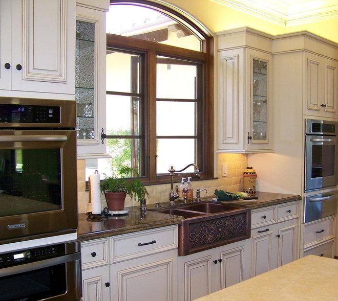 Traditional Kitchen by Design Moe Kitchen & Bath / Heather Moe designer