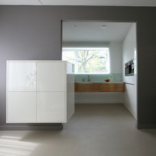 Modern Kitchen by Pennings Interieur Architecten