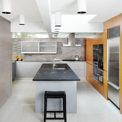 modern kitchen by Welch Forsman Associates