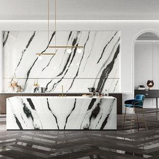 ハンプシャーのコンテンポラリースタイルのおしゃれなキッチン (タイルカウンター、磁器タイルのキッチンパネル、磁器タイルの床、黒い床) の写真