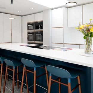 Sleek kitchen in white and blue