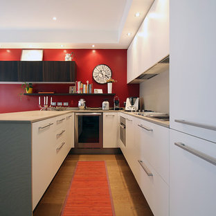 Mid-sized contemporary eat-in kitchen ideas - Eat-in kitchen - mid-sized contemporary u-shaped medium tone wood floor eat-in kitchen idea in Milan with an integrated sink, recessed-panel cabinets, white cabinets, quartzite countertops, red backsplash, stainless steel appliances and a peninsula
