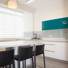 Contemporary Kitchen by dana shaked