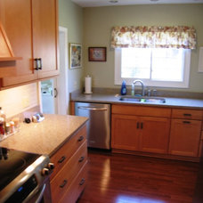 Traditional Kitchen by Duncan's Creative Kitchens