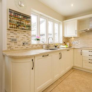コーンウォールの小さいトラディショナルスタイルのおしゃれなキッチン (ダブルシンク、インセット扉のキャビネット、珪岩カウンター、茶色いキッチンパネル、セラミックタイルのキッチンパネル、シルバーの調理設備の、アイランドなし) の写真