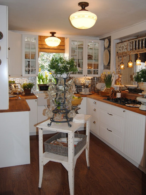 Small cottage kitchen home design ideas pictures remodel for Country living 500 kitchen ideas