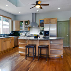 Traditional Kitchen by mark pinkerton  - vi360 photography