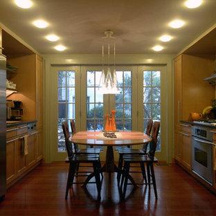 Example of a classic kitchen design in Philadelphia