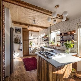 Cucina country con parquet scuro : Foto e Idee per ...
