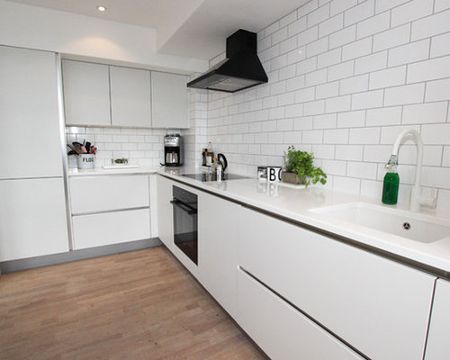 Trendy L Shaped Kitchen Photo In London With White Cabinets