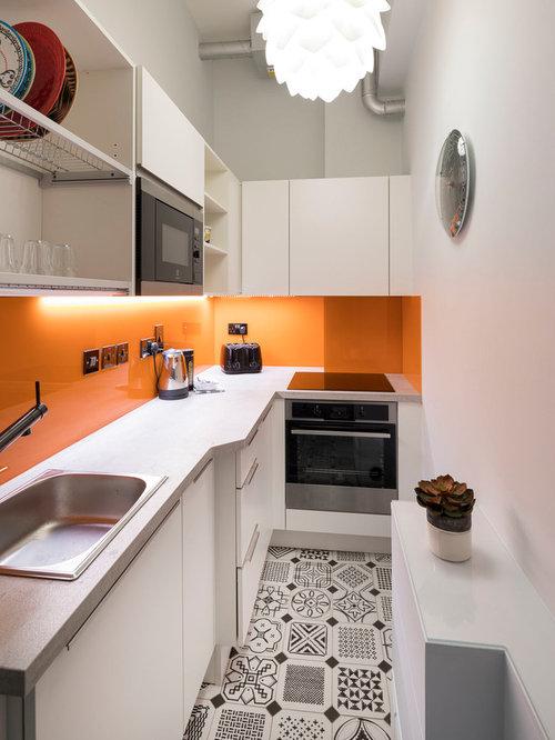 Küchen mit Küchenrückwand in Orange und Laminat-Arbeitsplatte Ideen ...