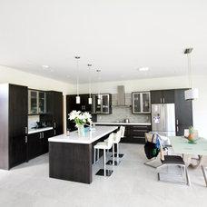 Modern Kitchen by 925R Design Inc
