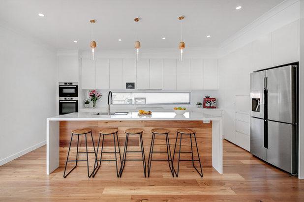 Modern Kitchen by Alpha Renovations