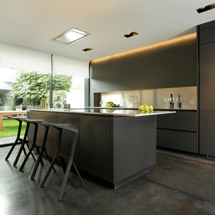 Snowdowne - Sleek, Contemporary Matt Black Kitchen