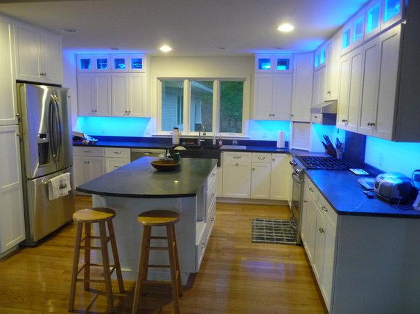 Modern Kitchen by Stone Masters Inc