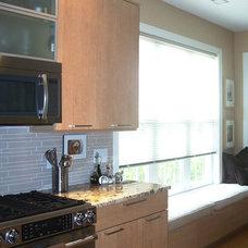 Modern Kitchen by Shoreline Cabinet Company