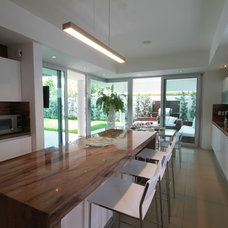 Contemporary Kitchen by Selman & Asociados Arquitectura
