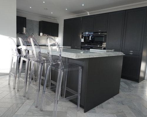 cuisine ouverte victorienne avec un placard porte shaker photos et id es d co de cuisines. Black Bedroom Furniture Sets. Home Design Ideas
