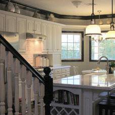 Traditional Kitchen by Jami Abbadessa