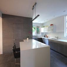 Modern Kitchen by Marvel Construction
